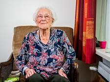 105-jarige stapt voor het eerst in vliegtuig