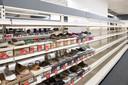 Koopjesjagers hebben wel een beetje geluk nodig op de laatste dag van het Bristol-filiaal in Almelo want de schappen waren al behoorlijk leeg.