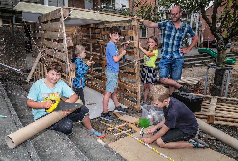Kinderen leven zich uit op de Bouwspeelplaats.