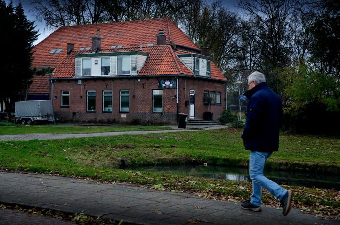 Boerderij 't Hoff aan de Lindtsebenedendijk in Zwijndrecht dreigt te verdwijnen.