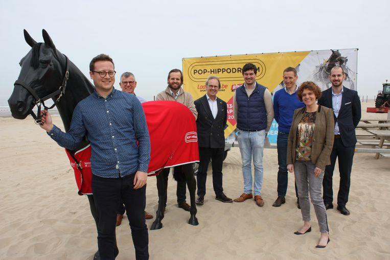 De organisatoren van het Pop-Hippodroom kozen De Haan voor de eerste paardenrennen op het strand