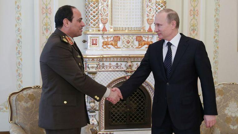 De Russische president Vladimir Poetin (r) ontvangt Abdul Fatah al-Sisi in Moskou. Beeld afp