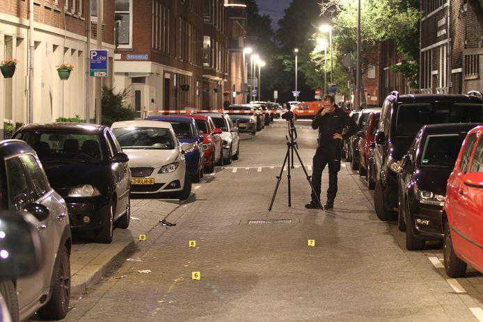 Het Openbaar Ministerie (OM) maakt zich grote zorgen over het stijgend aantal schietpartijen in de stad en het feit dat steeds meer jongeren met een wapen de straat op gaan.