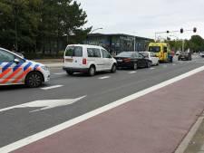 Aanrijding tussen drie auto's op de Gronausestraat in Enschede