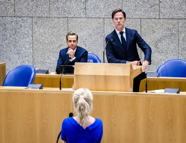 Premier Mark Rutte aan het woord tijdens het Tweede Kamerdebat over de ontwikkelingen rondom het coronavirus.  Beeld ANP