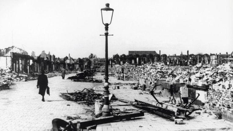 Compleet verwoeste huizen in de binnenstad van Rotterdam, in mei 1940. Beeld null
