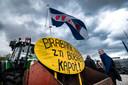 DEN BOSCH - Een Friese vlag op een tractor om actie te voeren tegen de strenge stikstofregels. De actie vond plaats in aanloop naar het statendebat over landbouw. ANP ROB ENGELAAR