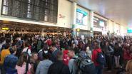 Veiligheidspersoneel luchthaven dreigt met staking bij start herfstvakantie