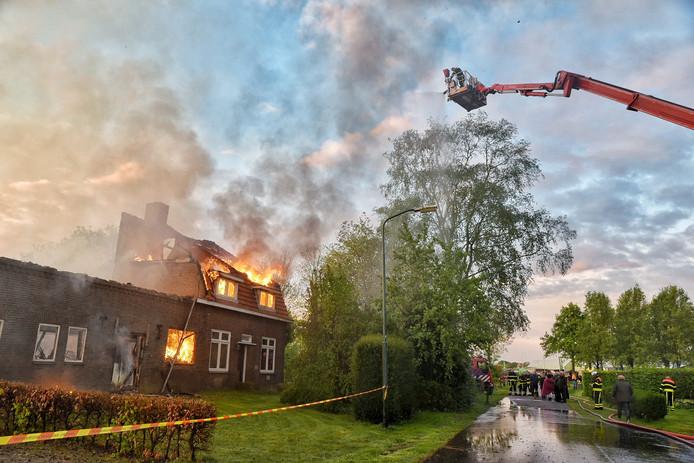 De boerderij ging in vlammen op.