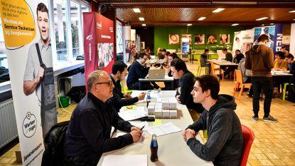 Leerlingen leren solliciteren tijdens jobbeurs