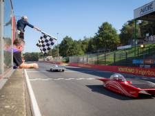 Solar Team verschijnt met twee auto's aan start European Solar Challenge