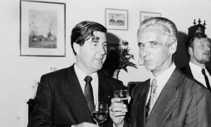 Johan Glaudemans (midden) in 1989 met burgemeester Don Burgers van Rosmalen. Die was later burgemeester van Den Bosch toen Rosmalen werd samengevoegd.
