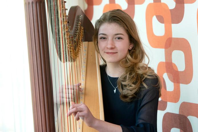 Merle van der Lijke met haar harp.