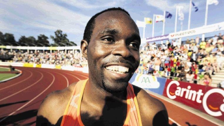 Churandy Martina straalt van trots nadat hij de 100 meter in 9,97 heeft afgelegd. (Olaf Kraak, ANP) Beeld ANP