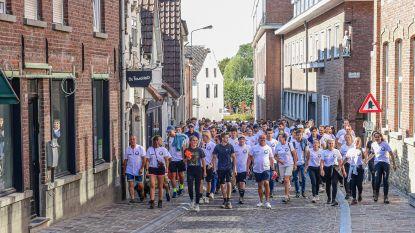 Meer dan 100 wandelaars wandelen nachtje door voor Pepijn (19) en willen zelfdoding beter bespreekbaar maken