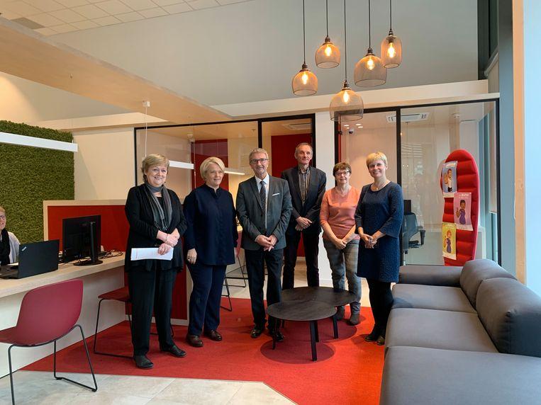 Minister Muylle bezocht de gloednieuwe kantoren van de RVA in het Roeselaarse station.