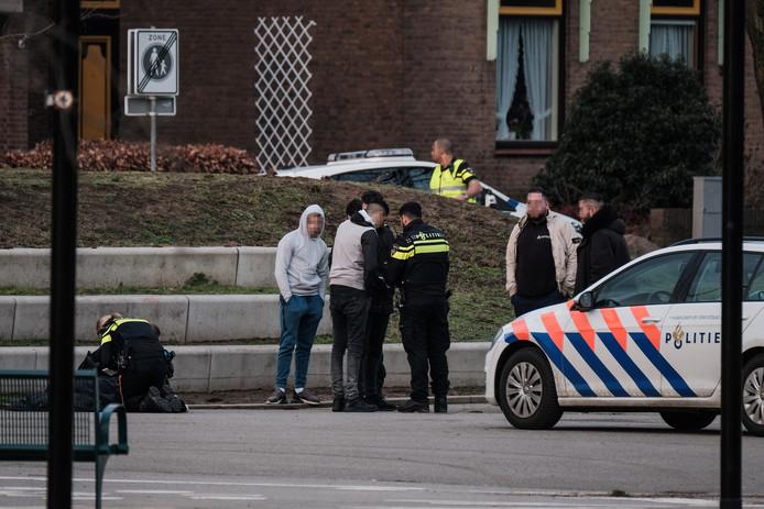 De politie doet onderzoek naar de steekpartij in Doetinchem.