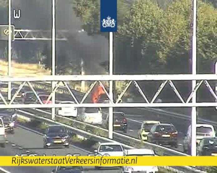 Auto in brand op A58 bij Moergestel