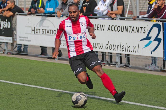 Renzo Roemeratoe maakte zaterdag één goal namens Vlissingen tegen Oostkapelle tijdens de Borsele Sloepoort Cup.
