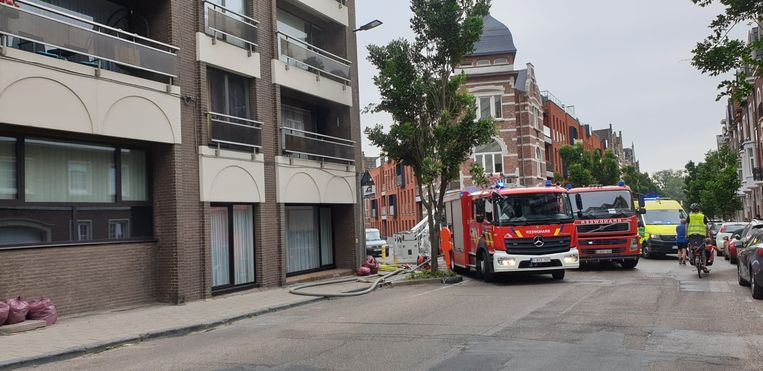 Een ambulance kwam ter plaatse om de bewoner te helpen.
