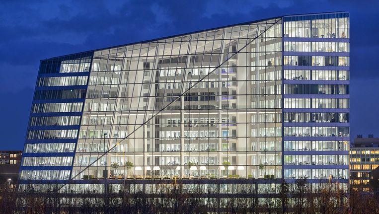 Kantoorgebouw The Edge aan de Amsterdamse Zuidas. Beeld Ronald Tilleman / OVG