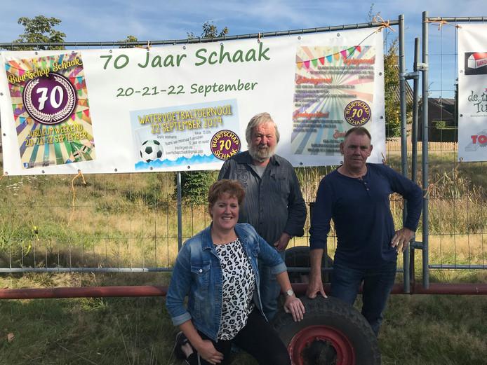 Drie van de vijf bestuursleden van Buurtschap Schaak, van links naar rechts: Mariëlle Intven, Jan Huijbers en Kees Versmissen