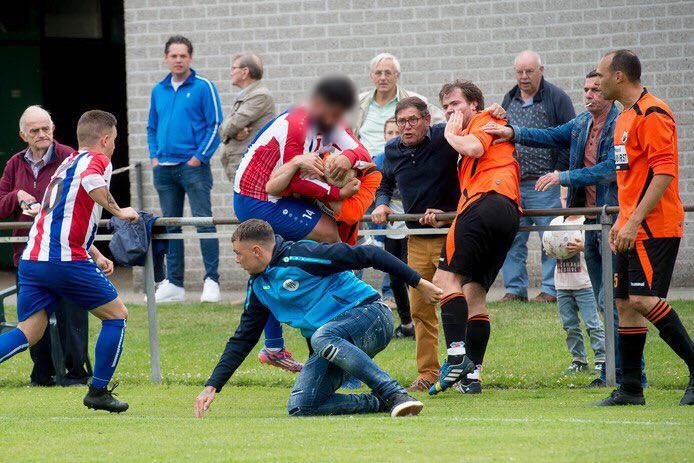 De wedstrijd ZVV'56 - IJsselstreek ontspoorde.