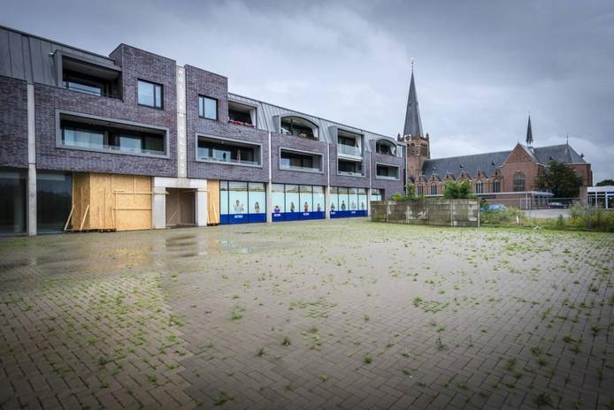 Bewoners van appartementencomplex Hof van Holland moeten een eind met hun huisvuil sjouwen. foto Tonny Presser/Pix4Profs