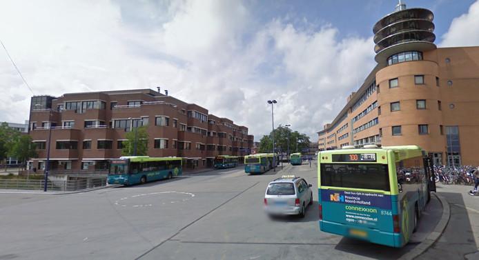 Bussen op het Hilversumse Stationsplein. Archieffoto ter illustratie.
