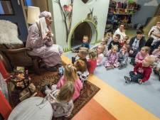 Kinderen uit Vriezenveen in pyjama naar opvang voor voorleesontbijt