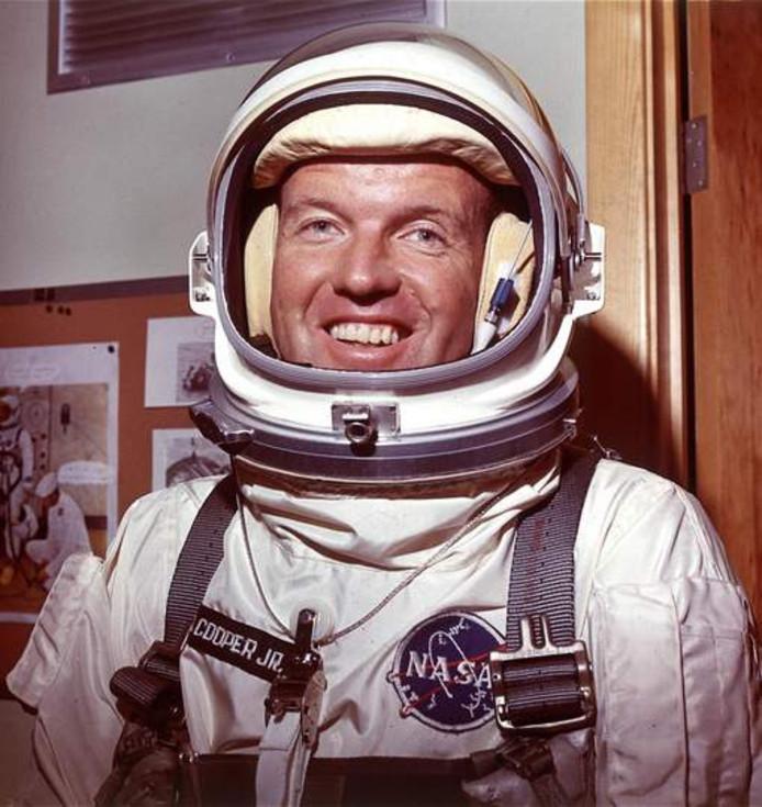 Astronaut Gordon Cooper in zijn ruimtepak in 1965.