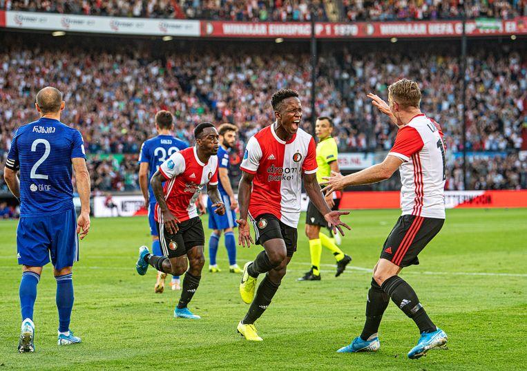 Luis Sinisterra is uitzinnig blij met zijn belangrijke 1-0. Beeld Guus Dubbelman / de Volkskrant