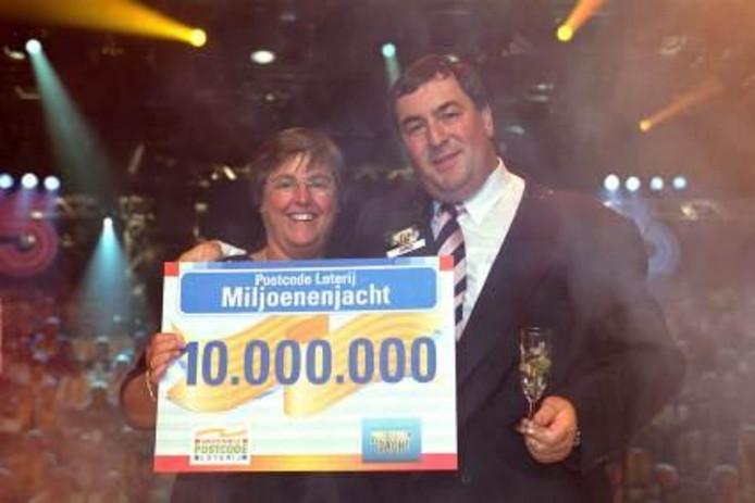Arno won in 2001 10 miljoen.