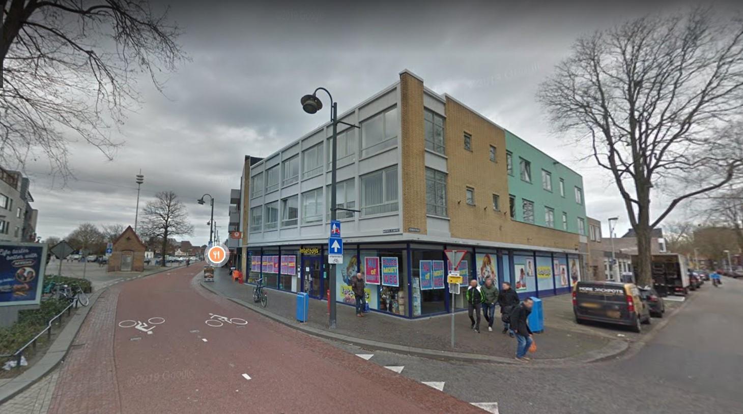 De voormalige Intertoys-speelgoedzaak aan de Woenselse Markt in Eindhoven wordt omgebouwd tot een mediterrane bakkerij. Initiatiefnemer is Elyamani Amhaouech uit Helmond.