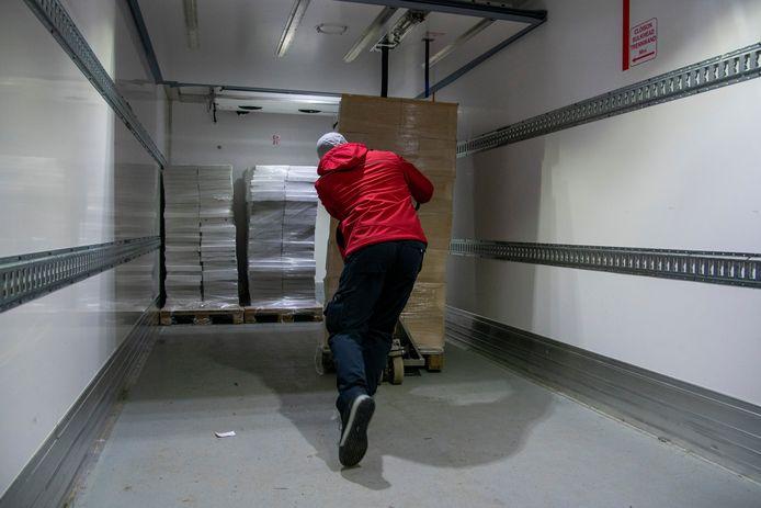 Amice / Chimay Tradition (deel van Q-group Lokeren) schenkt voor Warmste Week vrachtwagen voeding aan de voedselbanken.