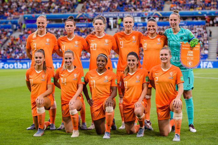 Oranje poseert op het WK voor de halve finale tegen Zweden.