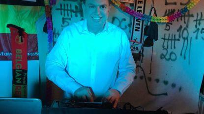 """DJ Bolle speelt elke avond liedjes via Facebook: """"Verveling verdrijven voor mezelf en andere mensen"""""""