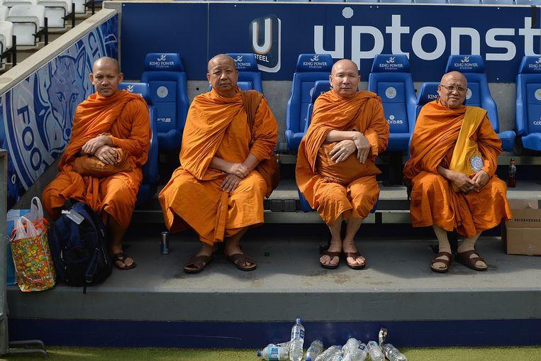 Boeddhistische monniken op de tribune. Beeld Michael Regan / Getty
