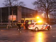Fietser geschept door auto in Apeldoorn-Zuid