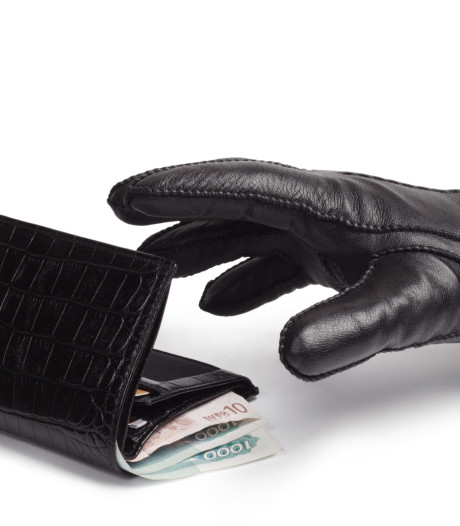 Bejaarde vrouw van portemonnee en sleutels beroofd in Tilburg