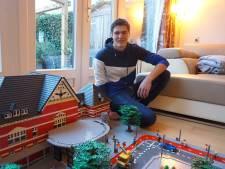 Jesper (20) heeft zijn eigen lego-webshop en bouwde station Woerden na