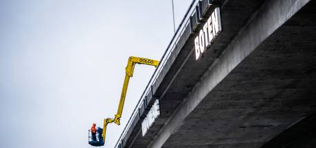 Zuinige led-lampen voor neonkunstwerk aan Nelson Mandelabrug in Arnhem