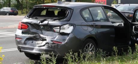 Ongeval met auto's en vrachtwagen in Breda