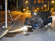 Auto over de kop op de Graadt van Roggenweg, inzittenden verdwenen