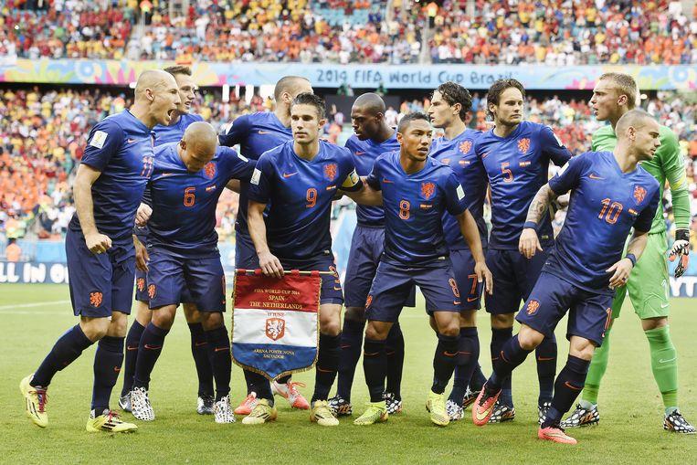 Het Nederlands elftal voor de wedstrijd tegen Spanje tijdens het WK in Brazilië, op 13 juni van dit jaar. Beeld Guus Dubbelman