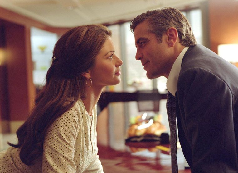 Catherine Zeta-Jones en George Clooney in Intolerable Cruelty. Beeld
