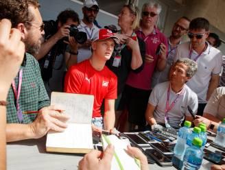 Onze F1-watcher in Bahrein ziet hoe Nederlandse journalist wel érg ongelukkige vraag stelt aan zoon Schumacher