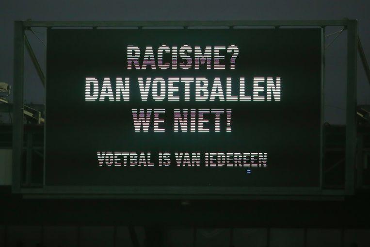 Een duidelijke boodschap in de Nederlandse Eredivisie dit seizoen tijdens een wedstrijd tussen de Rotterdamse clubs Sparta en Vitesse.