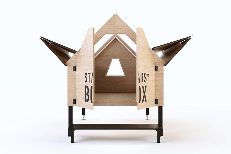Geïnspireerd op de schuilhutjes van schapenherders in de Ligurische Alpen, ontwierp Italiaans architectenbureau Officina82 de houten StarsBOX. Om beschut in te slapen of sterren te kijken, vanaf € 6.000. starsbox.it Beeld .