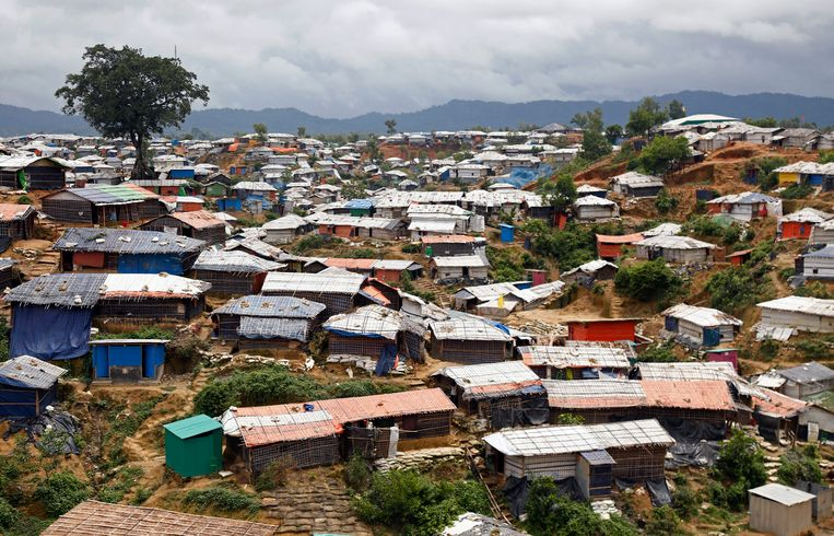 In 2017 ontvluchtten meer dan 700.000 Rohingya Myanmar na aanhoudend geweld van het leger en boeddhistische milities. Ze zitten nu vast in gigantische vluchtelingenkampen in Bangladesh.